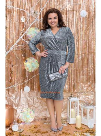 Вечернее блестящее платье с декольте большого размера