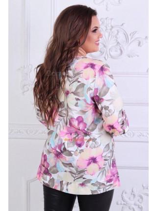 Красива жіноча блузка в квітковий принт