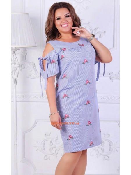 Летнее короткое платье с открытыми плечами для полных