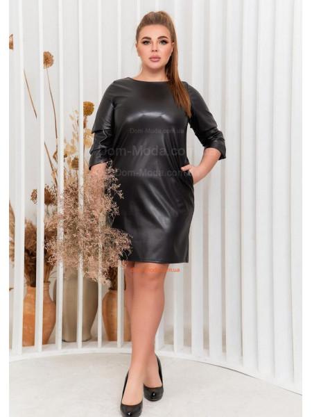 Черное платье из экокожи для полных