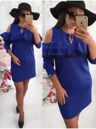 Красивое платье с воланом на груди