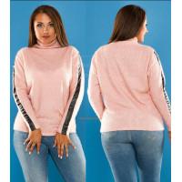 Женский теплый свитер со вставками