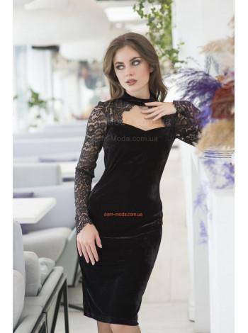 Молодежное женское платье с открытой зоной декольте