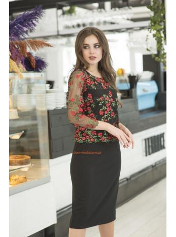 Стильное женское платье с яркой вышивкой