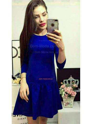 Модное трикотажное платье с воланом по низу
