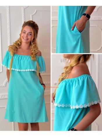 Женское легкое платье с открытыми плечами