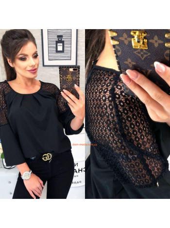 Красива жіноча блузка з мереживом