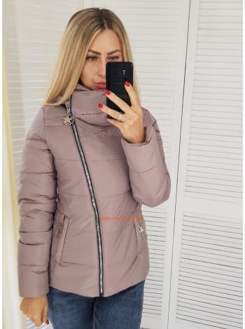 Короткая модная женская куртка с косым замком