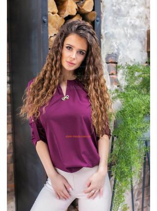 Блуза з прикрасою