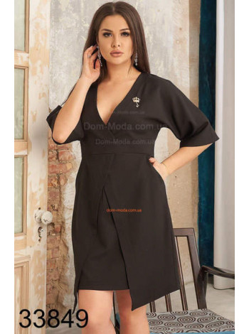 Женское однотонное платье с декольте большого размера
