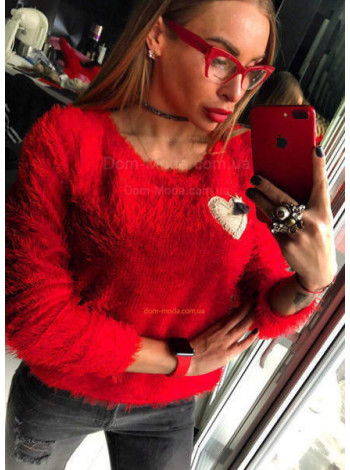 Женский пушистый свитер
