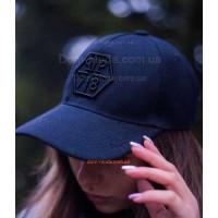 Черная кепка женская с логотипом