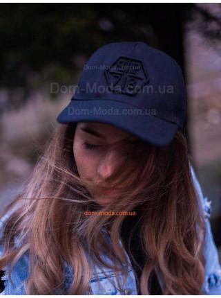 Чорна кепка жіноча з логотипом