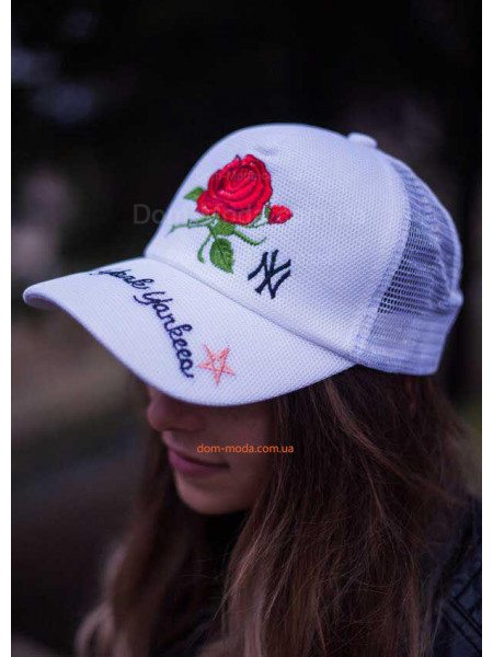 Женская кепка с сеткой сзади