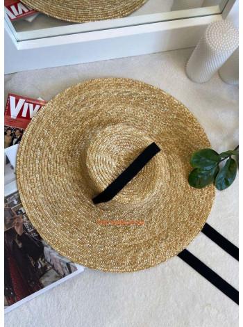 Солом'яний капелюх з широкими полями