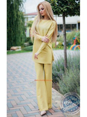 Жіночий костюм з люрексу