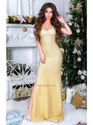 Длинное блестящее платье с разрезом
