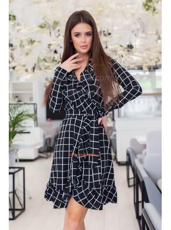 Женское платье с запахом в клетку