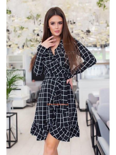 Жіноче плаття з запахом в клітинку