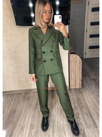 Стильный брючный костюм с удлиненным пиджаком