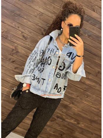 Жіноча джинсова куртка з принтом