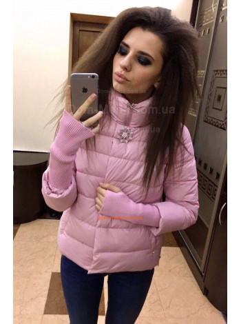 Короткая женская куртка с брошкой
