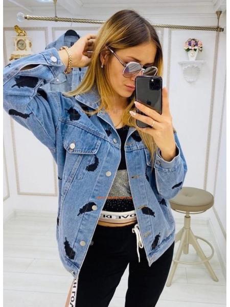 Объемная джинсовая куртка