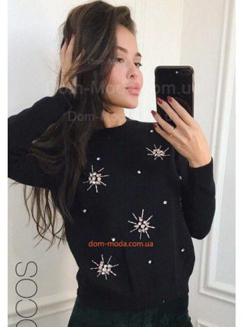 Красивый женский свитер с камнями