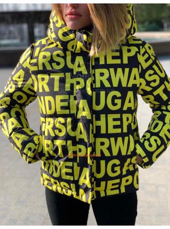 Короткая стильная куртка с принтом