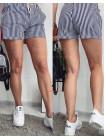 Короткі жіночі шорти в дрібну полоску