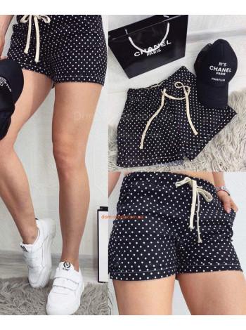 Короткі жіночі шорти в горошок