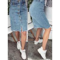 Рваная джинсовая юбка миди на пуговицах