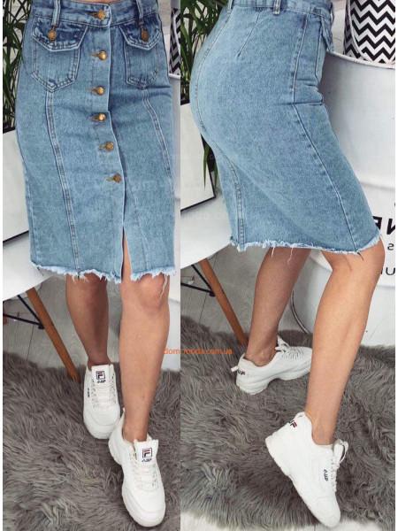 Рвана джинсова спідниця міді на гудзиках