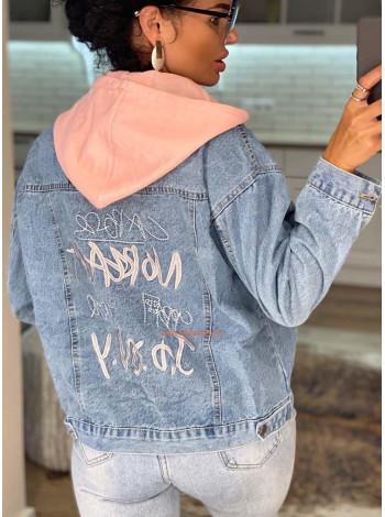 Жіноча джинсова куртка з капюшоном