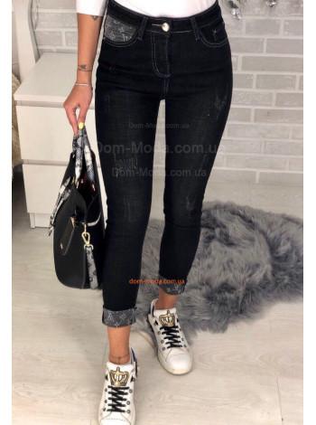 Стильные женские зауженные джинсы с потертостями