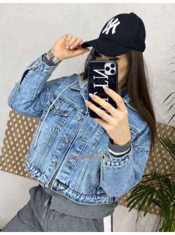 Джинсовая куртка с трикотажным капюшоном