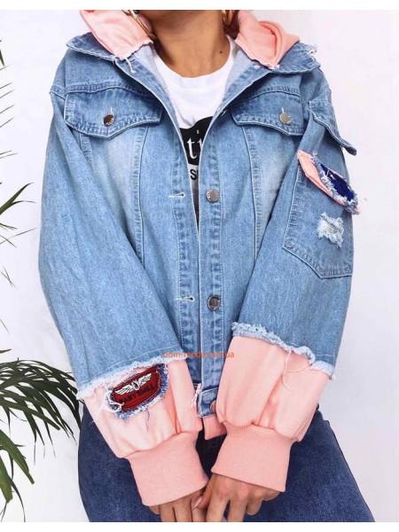Женская джинсовая куртка с капюшоном и принтом на спине