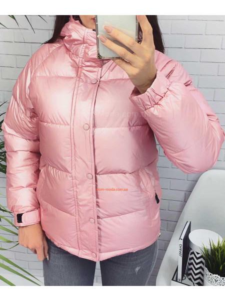 Яркая однотонная женская куртка с капюшоном