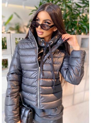 Коротка демісезонна куртка жіноча