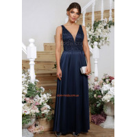 Вечернее женское платье в пол с эффектным декольте
