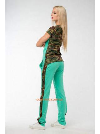 Женский модный костюм в стиле милитари