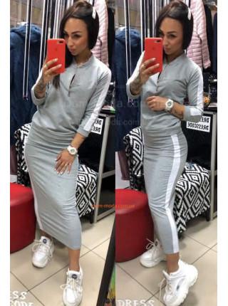 Модный женский костюм с длинной юбкой в спортивном стиле