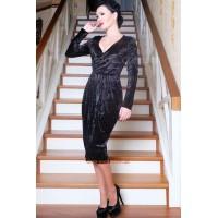 Нарядное женское платье велюровое с декольте