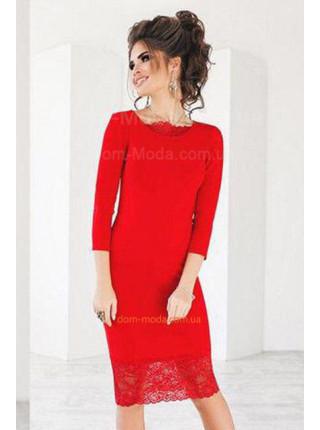 Женское вечернее платье украшено кружевом