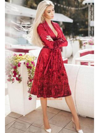 Женское велюровое платье с глубоким декольте. Норма и батал