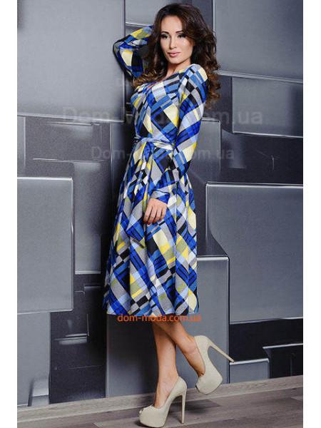 Трикотажное женское платье с глубоким декольте для полных