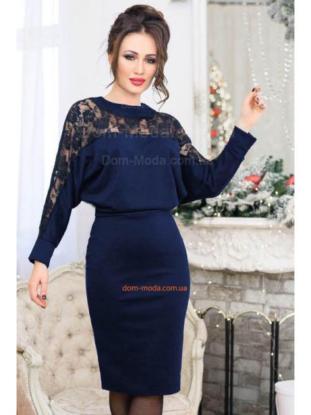 Стильное короткое платье с кружевом для полных