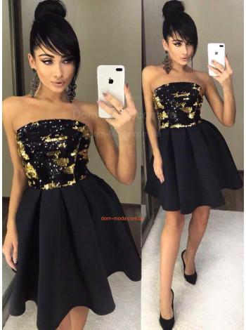 Короткое вечернее платье с открытыми плечами и пышной юбкой