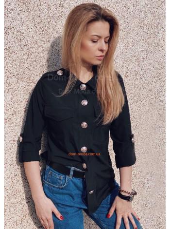Красива жіноча рубашка з декоративними гудзиками
