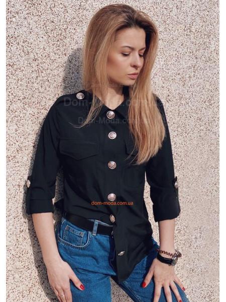 Красивая женская рубашка с декоративными пуговицами